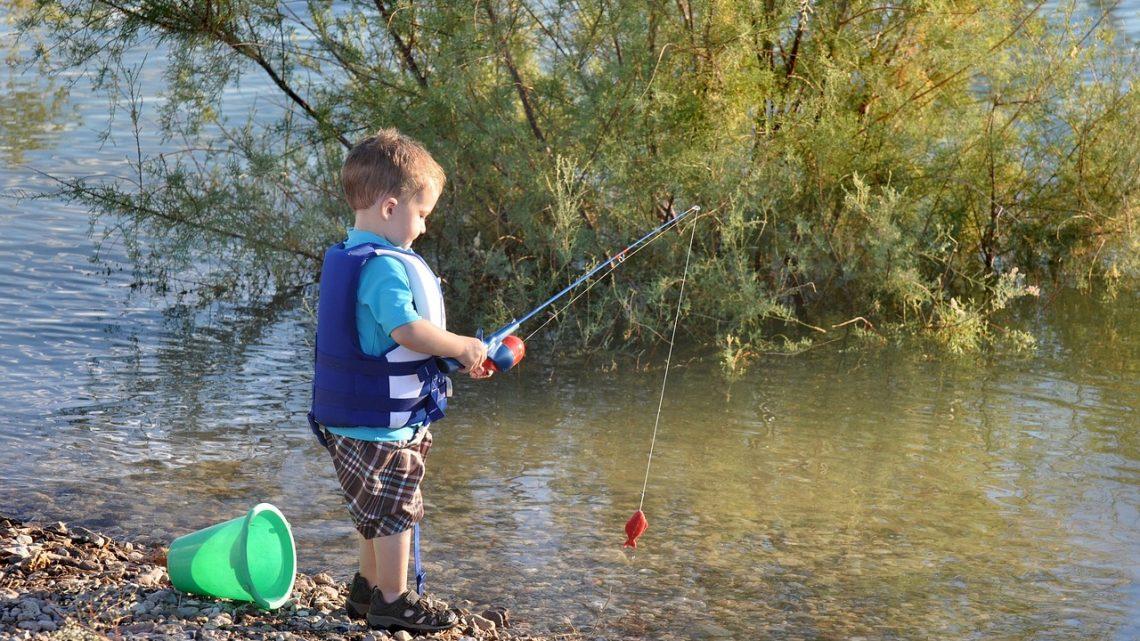 Comment faire débuter la pêche à un enfant ?