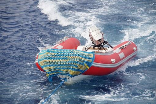 Le bateau pneumatique gonflable pour la pêche en rivière